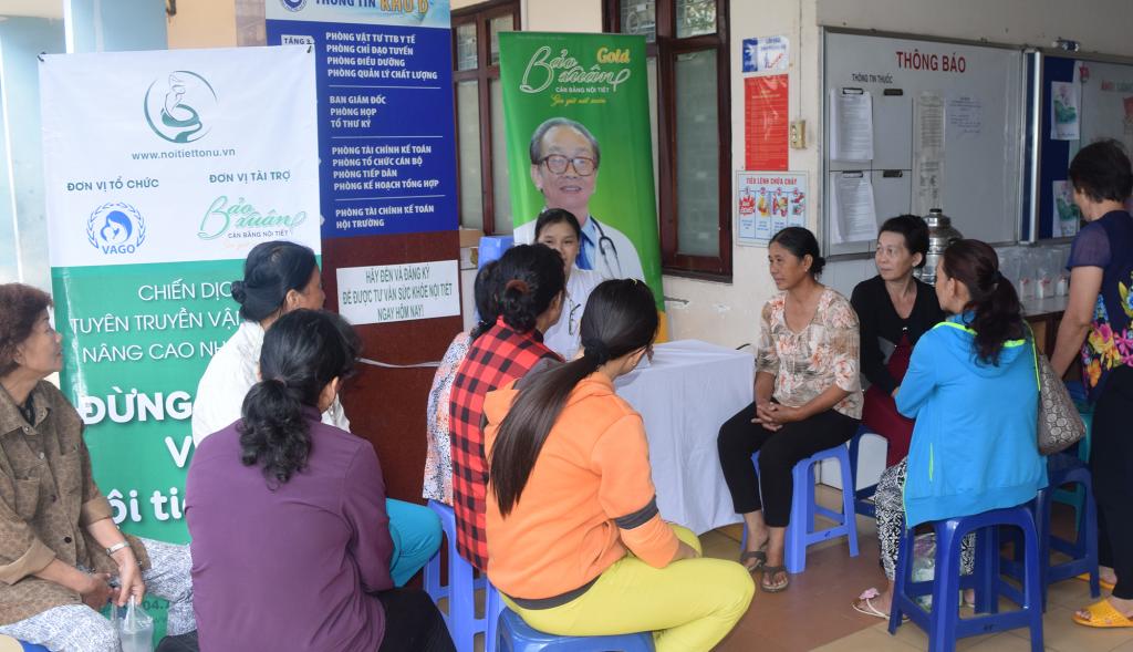 Tư vấn cho các phụ nữ độ tuổi tiền mãn kinh - mãn kinh tại Bệnh viện Từ Dũ trong khuôn khổ hội thảo