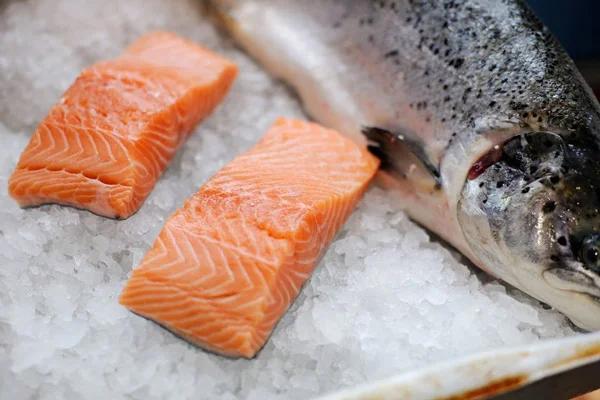 Cá hồi là câu trả lời hoàn hảo cho ăn gì để cân bằng nội tiết tố nữ