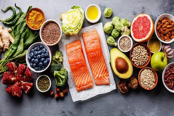 Nên ăn gì để cân bằng nội tiết tố nữ?